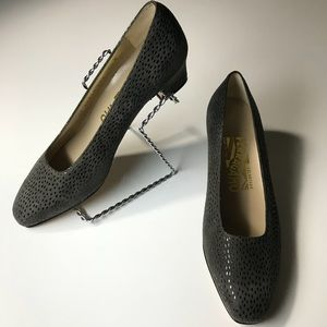 🚺 SALVATORE FERRAGAMO gray womens 2 inch pumps